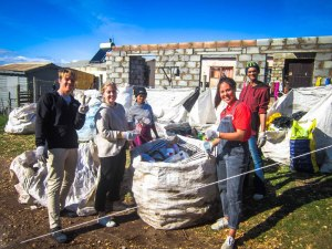 Volunteers at Jeffreys Bay recycling project